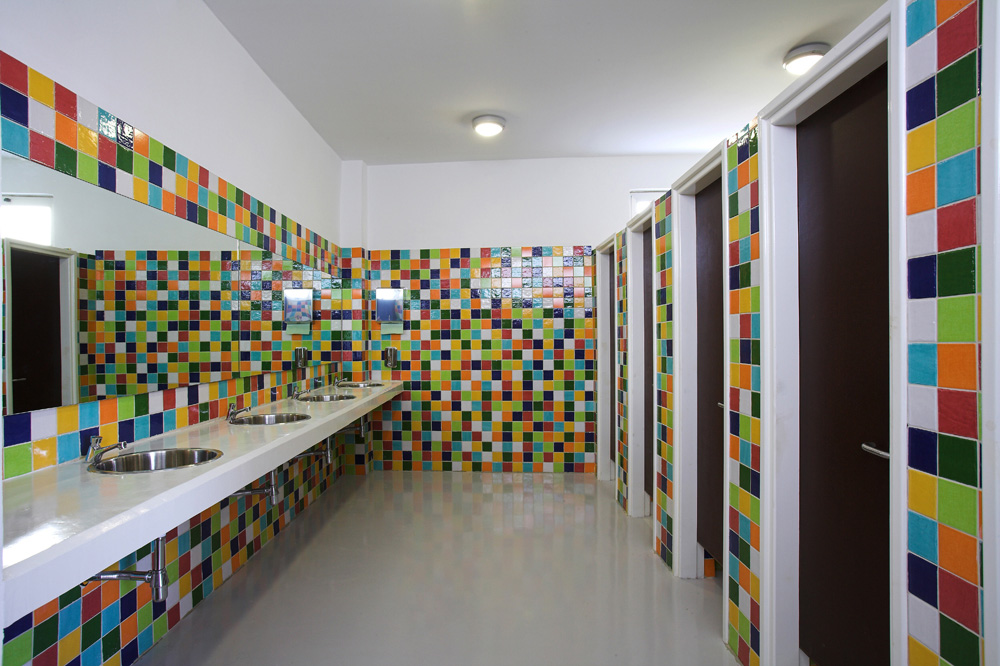 Οι χώροι υγιεινής των μαθητών, © Χρίστος Παπαντωνίου