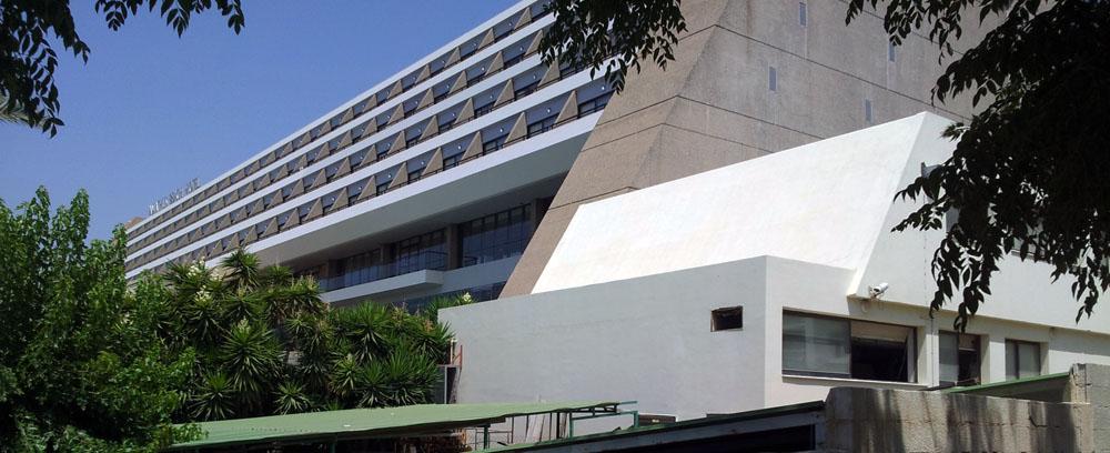 Η ανατολική «τυφλή» όψη του Ξενοδοχείου Amathus, στη Λεμεσό, © Φειδίας Παυλίδης, 2014