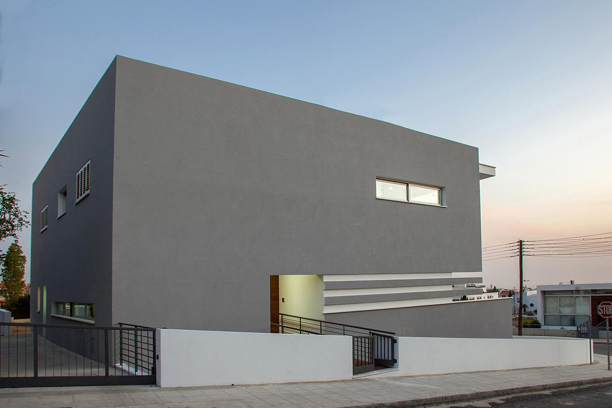 Άποψη από τα βορειο-δυτικά με την κύρια είσοδο του κτιρίου, ©Agisilaou & Spyrou Photography